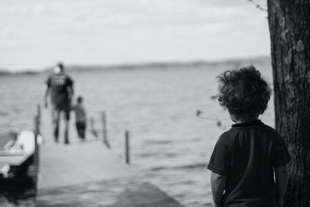 Διαζύγιο μονογονεϊκή οικογένεια παιδί που είναι μόνο
