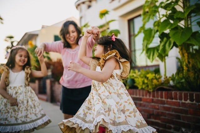 Δεν φταις! Γιατί οι γονείς δεν είναι υπεύθυνοι για την ευτυχία των παιδιών τους;