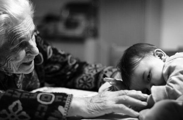 Διευρυμένη οικογένεια: Πώς να φροντίζουν οι παππούδες τα παιδιά