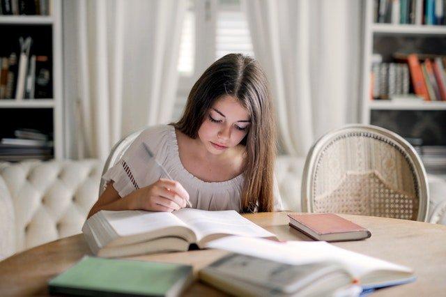 Πώς να διαχειριστώ το άγχος του παιδιού μου (και το δικό μου) για τις εξετάσεις