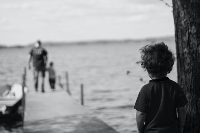 Συνεπιμέλεια διαζύγιο λυπημένο παιδί