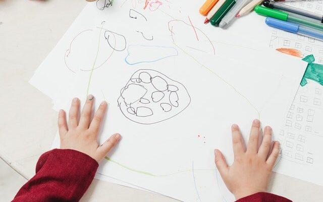 δυσπραξία παιδί ζωγραφίζει