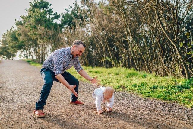 γιορτή του πατέρα μπαμπάς και μωρό