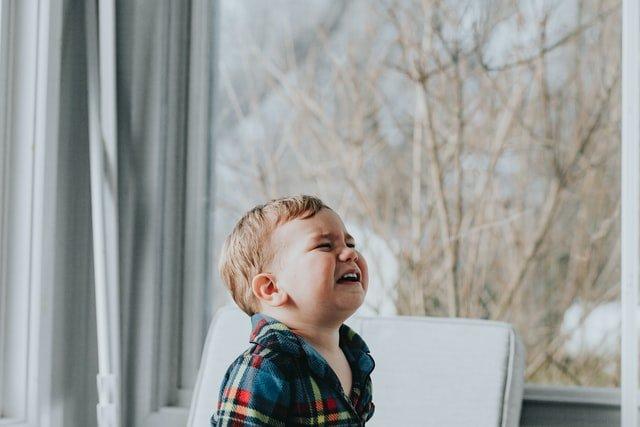 Άγχος αποχωρισμού: Τι είναι και πότε το βιώνει ένα παιδί;