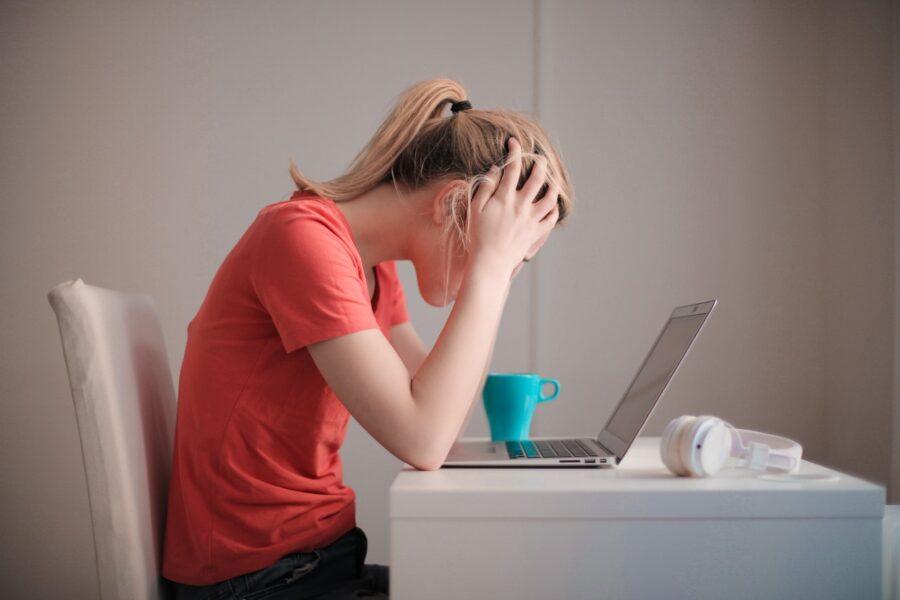5 συμπεριφορές που δεν βοηθούν τους ανθρώπους με άγχος