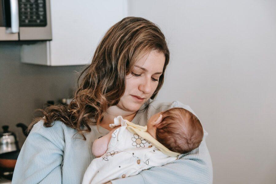 Νέα μαμά και η πίεση σε σχέση με τον θηλασμό (Μέρος 2)
