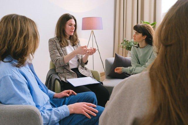 Οικογενειακή θεραπεία: 10 Λόγοι που οδηγούν τους γονείς σε οικογενειακό θεραπευτή